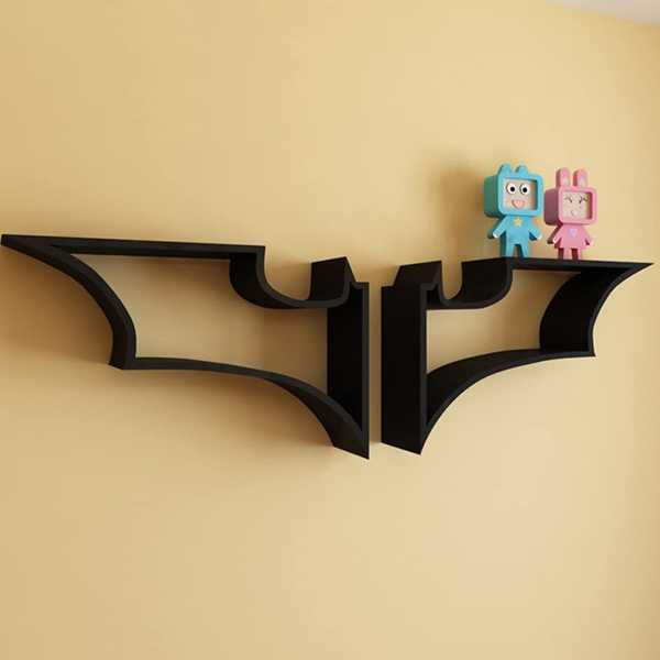 estanteria logo batman colgada en pared