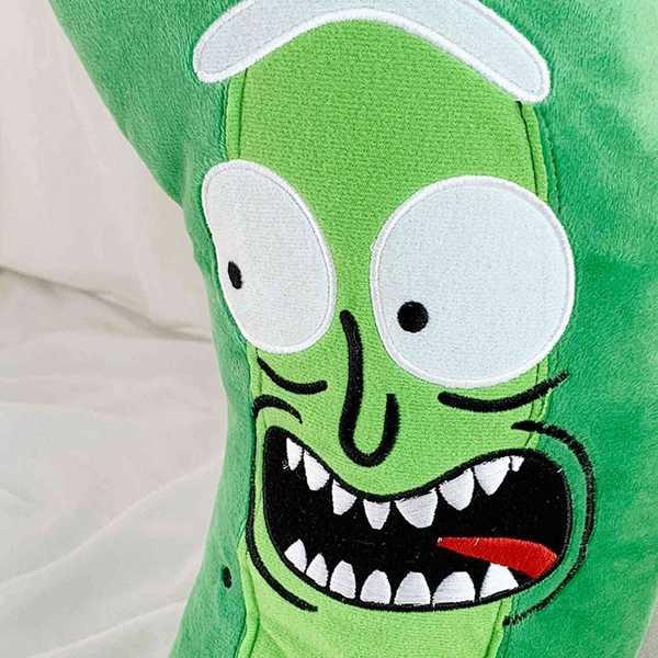peluche inspirado en pickle rick de la serie rick y morty