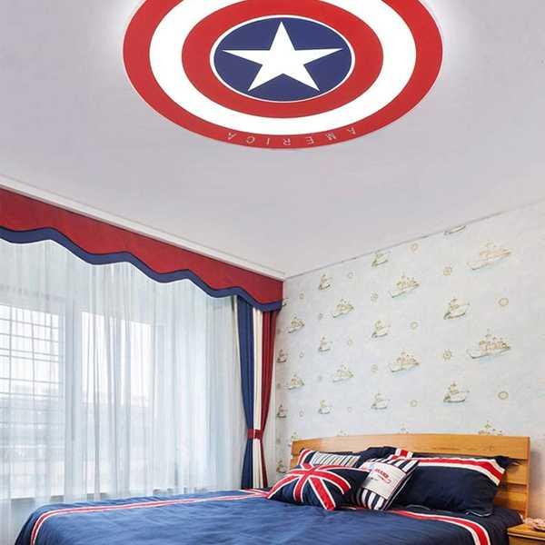 lampara techo marvel escudo capitan america instalada en habitación
