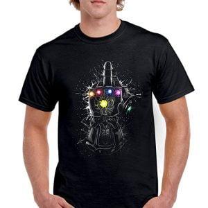 camiseta infinity gauntlet levantando el dedo corazón